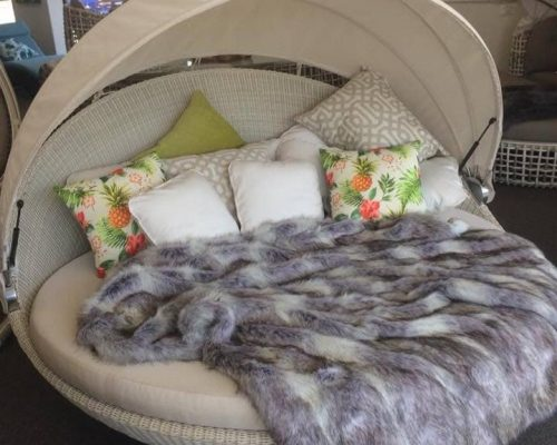 Swivel Daybed